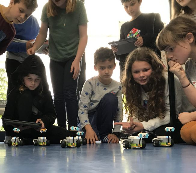 Lower School students making lego robots